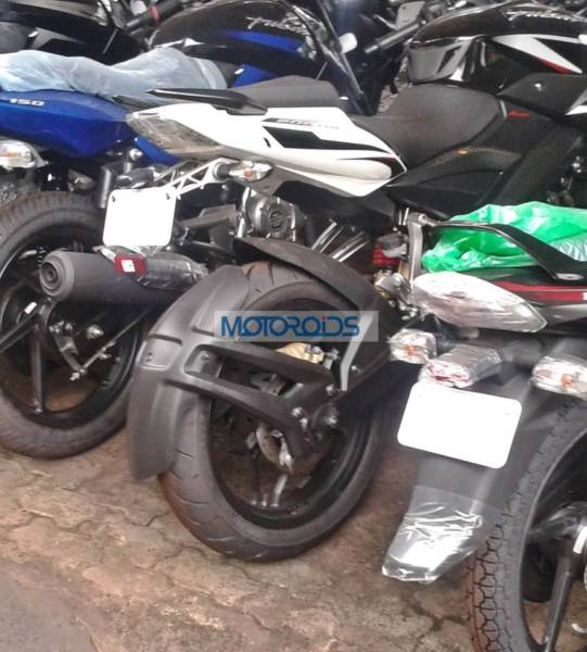 Bajaj-Pulsar-200-NS-Spied-With-New-Tyres-1 (1)