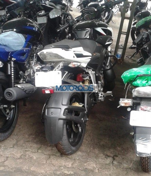 Bajaj-Pulsar-200-NS-Spied-With-New-Tyres-1 (3)