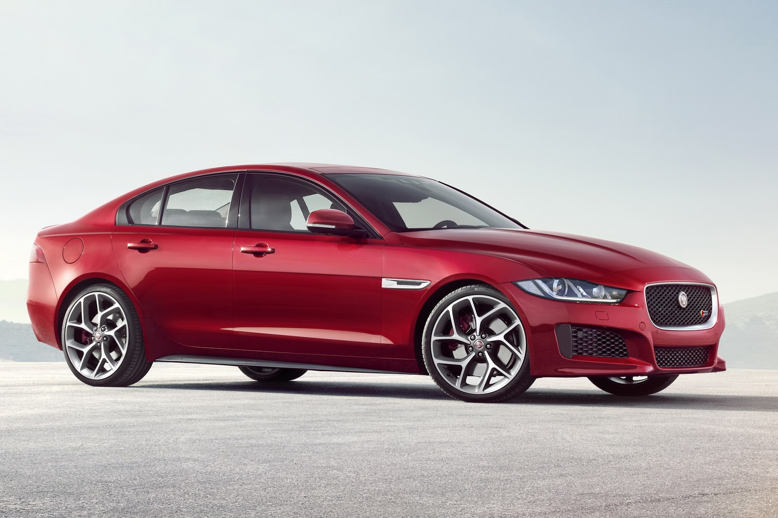 New 2016 Jaguar XE officially revealed Images and details (31)