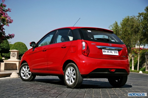 Tata Bolt still red rear (5)