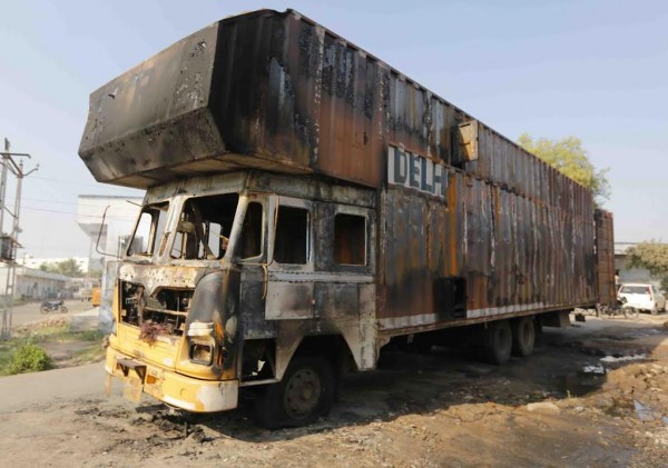 Truck carrying Royal Enfield catches fire - 1
