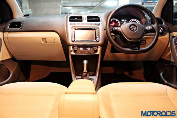 2015 Volkswagen Vento Konekt 1.2 TSI (45) cabin at night