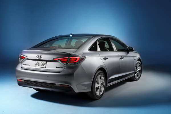 2016 Hyundai Sonata Plug-in Hybrid Electric Vehicle (PHEV), Rear 3/4 Exterior