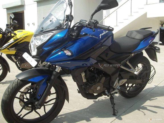 Bajaj-Pulsar-200-AS-on-Track-1