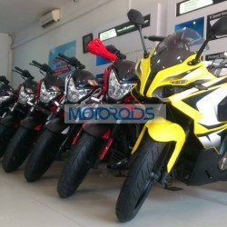 SPIED: Is this Bajaj Pulsar 200SS at an Indian dealership?