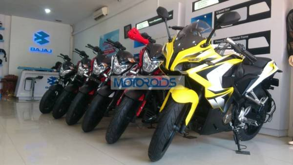Bajaj-Pulsar-200SS-At-Dealership