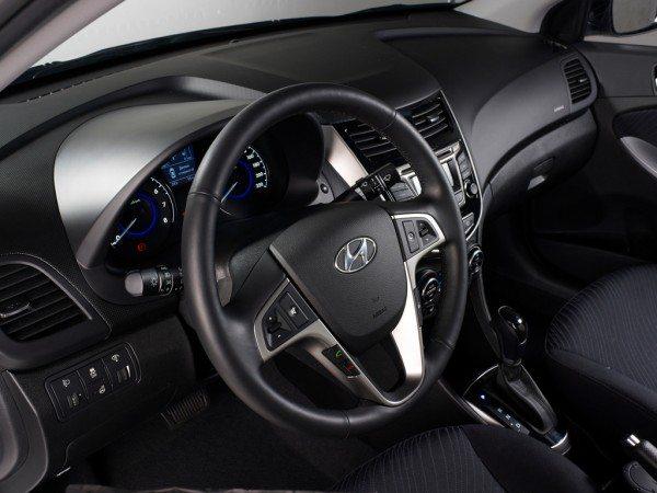 Hyundai Solaris steering wheel