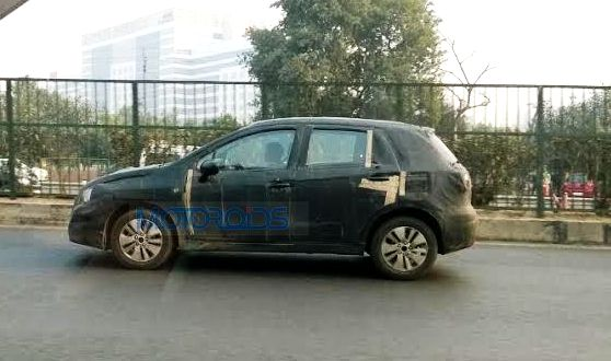 Maruti S Cross spied (3)