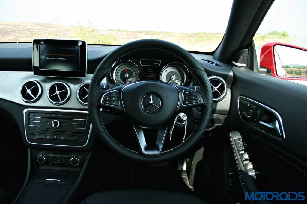 Mercedes-Benz CLA steering (2)