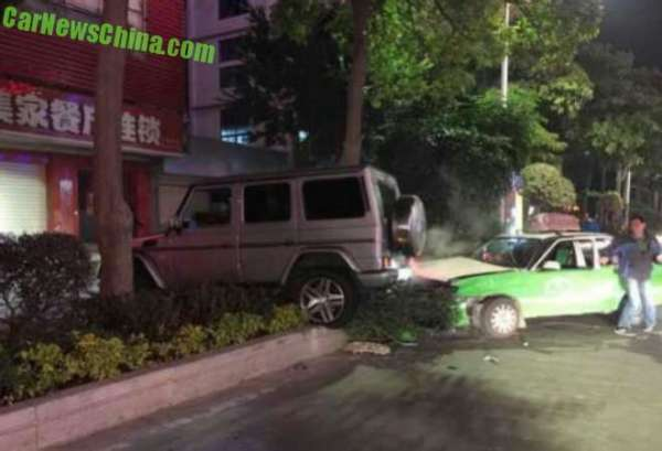 mercedes-g-crash-china-1-660x450
