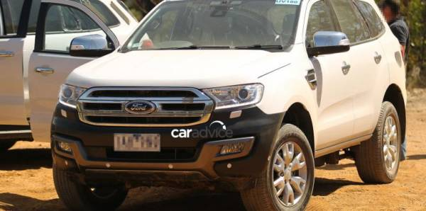 2015 Ford Endeavour (1)