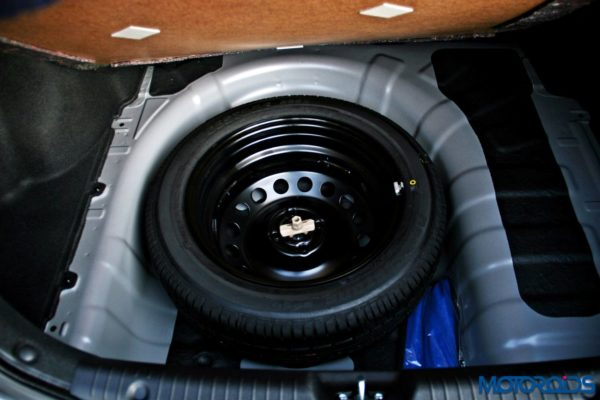 2015 Hyundai Verna 4S (105)spare wheel