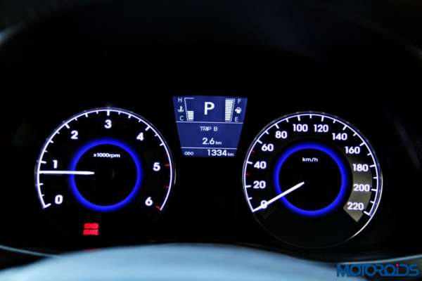 2015 Hyundai Verna 4S (127)instrumentation