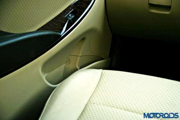 2015 Hyundai Verna 4S (152)front door bottle holder