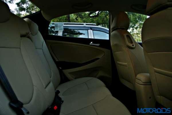 2015 Hyundai Verna 4S (153)rear seat space