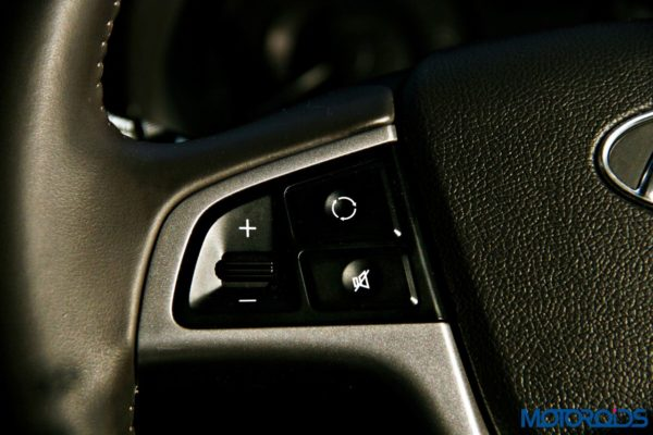 2015 Hyundai Verna 4S (29)steering controls left