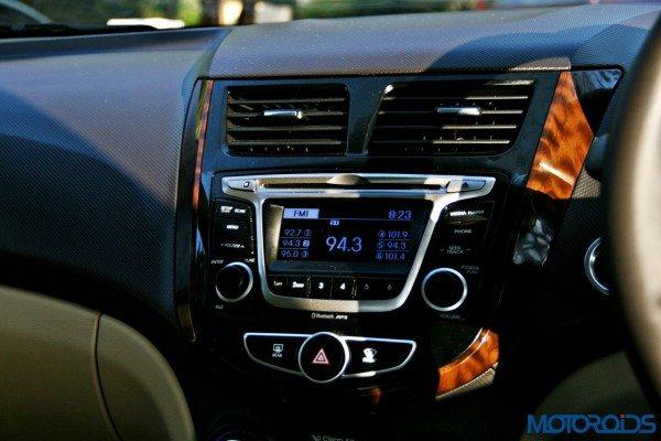 2015 Hyundai Verna 4S (31)audio system
