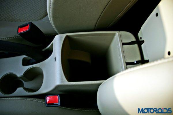 2015 Hyundai Verna 4S (93)arm rest storage
