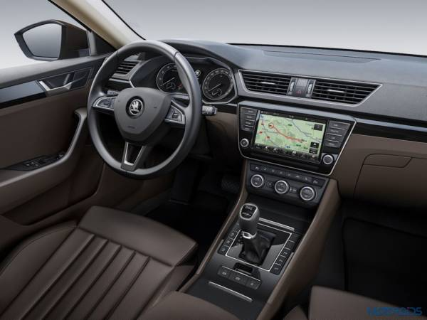 2015 Skoda Superb Interior (1)