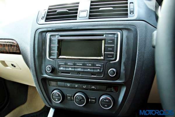 2015 Volkswagen Jetta facelift Center Console Trendline (2)