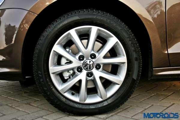 2015 Volkswagen Jetta facelift Instrument Cluster (3)