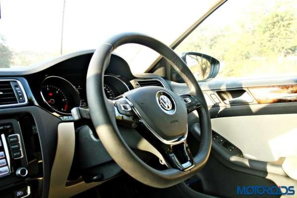 2015 Volkswagen Jetta facelift Steering Wheel (2)