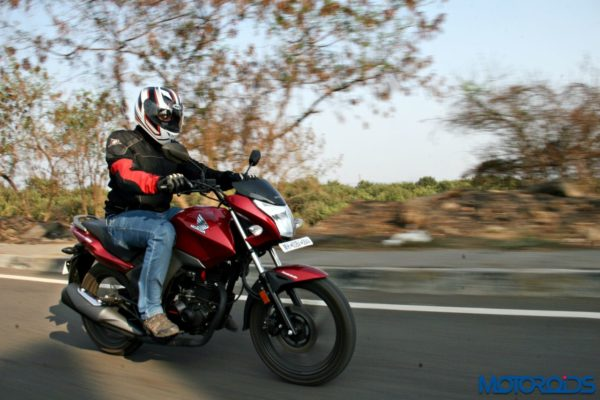 Honda CB Unicorn 160 Review - Action Shots (14)