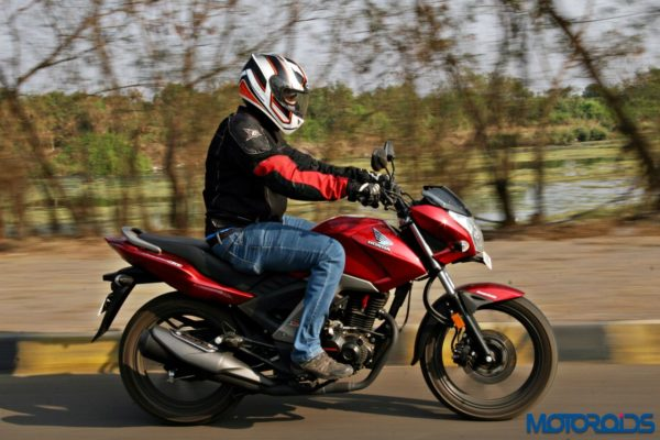 Honda CB Unicorn 160 Review - Action Shots (20)