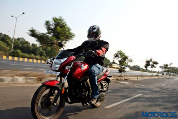 Honda CB Unicorn 160 Review - Action Shots (7)
