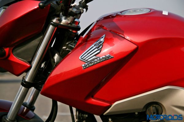 Honda CB Unicorn 160 Review - Static and Details - Fuel Tank - Left