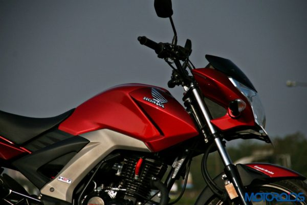 Honda CB Unicorn 160 Review - Static and Details - Tank and Headlight - 2