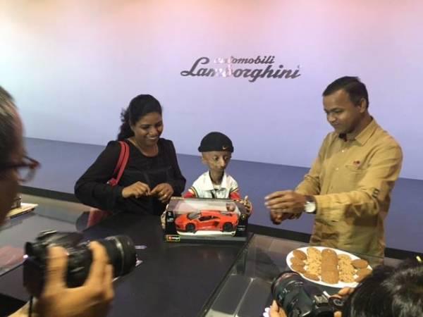 Kid with progeria celebrates 15th birthday with Lamborghini Mumbai - 1