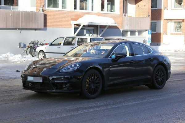 spyshots-2017-porsche-panamera-first-interior-photos-show-big-changes_13