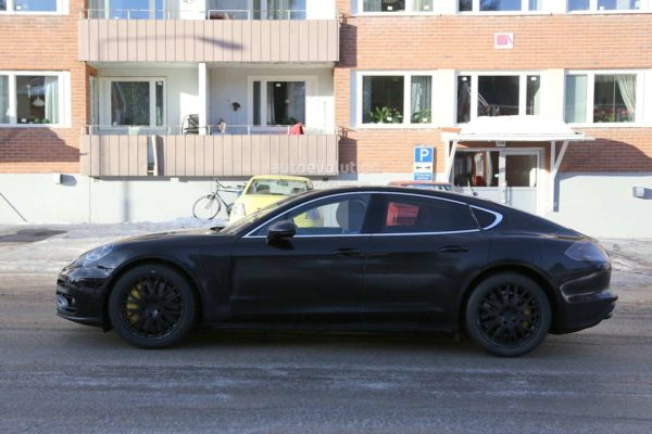 spyshots-2017-porsche-panamera-first-interior-photos-show-big-changes_14