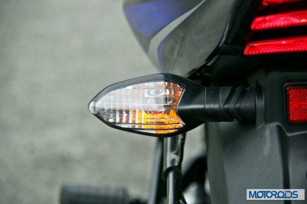 2014-Bajaj-Discover-150-F-rear-indicator