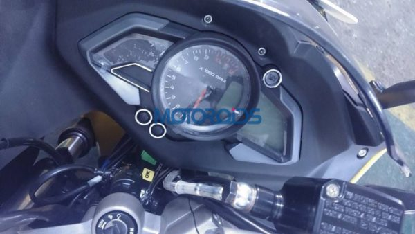 Bajaj Pulsar RS200 Spotted at Dealership (5)