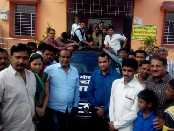 Disgruntled owner donates his Renault Duster for garbage disposal (2)