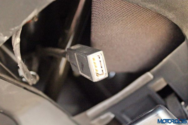 Indian Chieftain USB port (112)