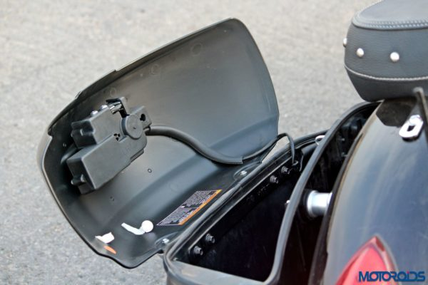 Indian Chieftain pannier space (74)