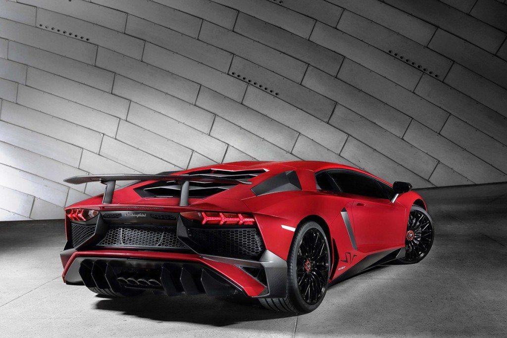 Lamborghini Aventador LP 750-4 Superveloce_3-4 Rear