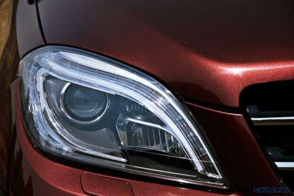 Mercedes-Benz ML 63 AMG headlight close-up (37)