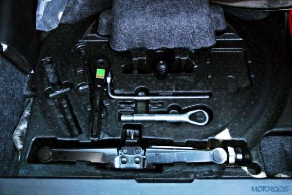 Mercedes-Benz ML 63 AMG tool kit(54)
