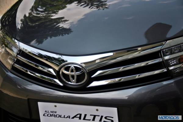 New-2014-toyota-Corolla-Altis-India-16