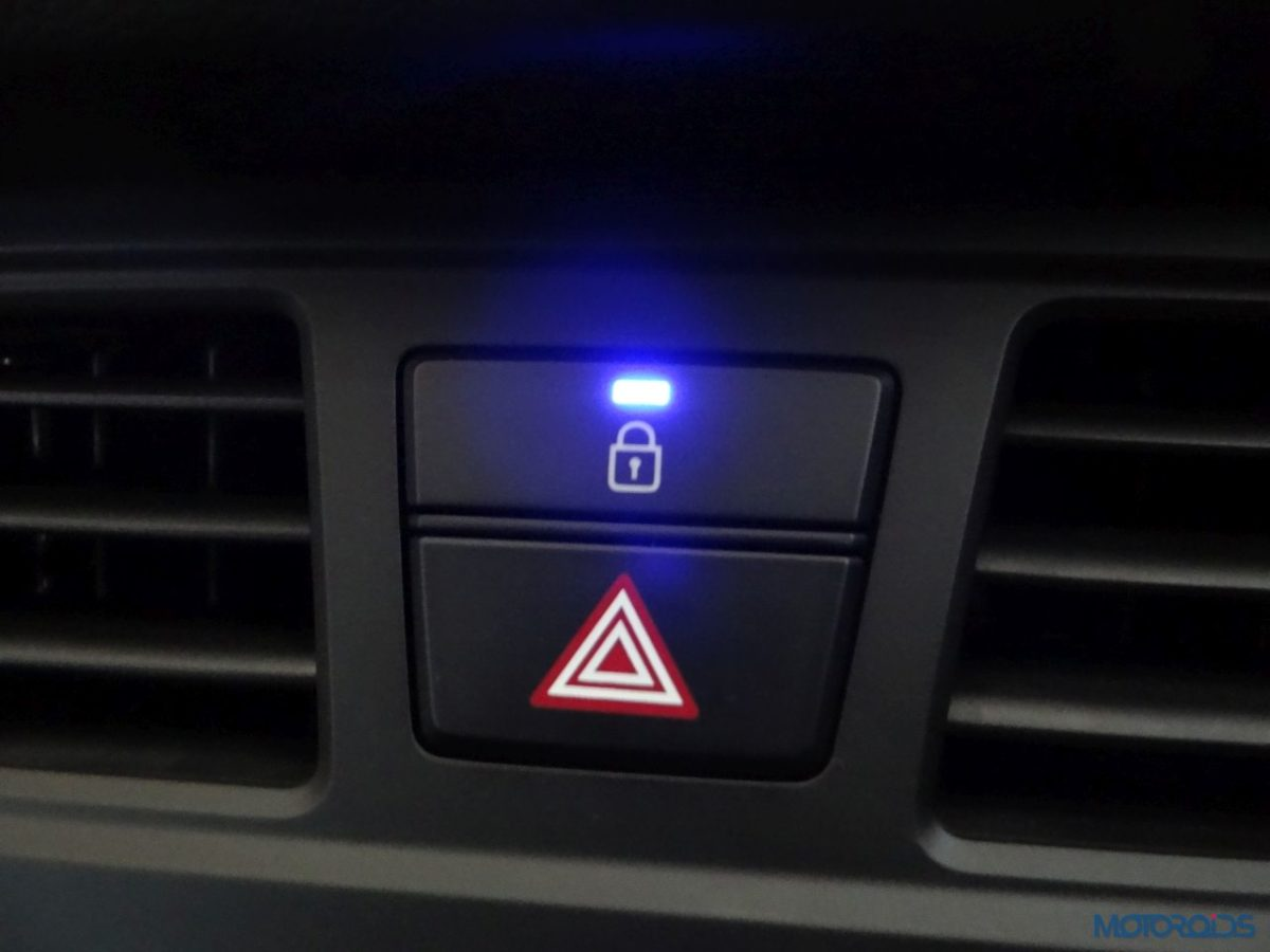 New Hyundai i20 Active hazard light switch (23)