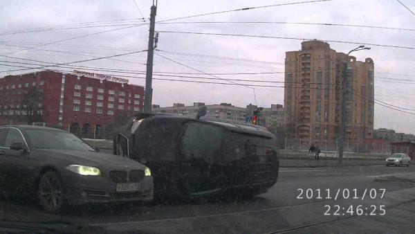 Dash cam captures accident in Russia