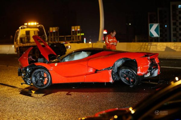 LaFerrari crash in Shanghai (3)