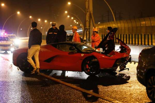 LaFerrari crash in Shanghai (4)