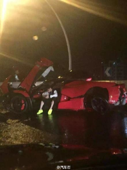 LaFerrari crash in Shanghai (2)
