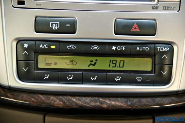 2015 toyota Innova AC control panel (41)