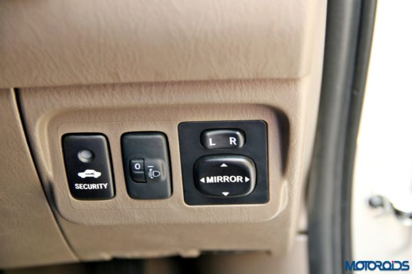 2015 toyota Innova ORVM and beam control switch (59)